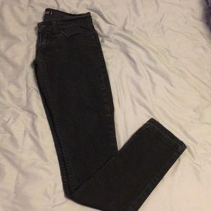 Levi's black low rise jeans ✨